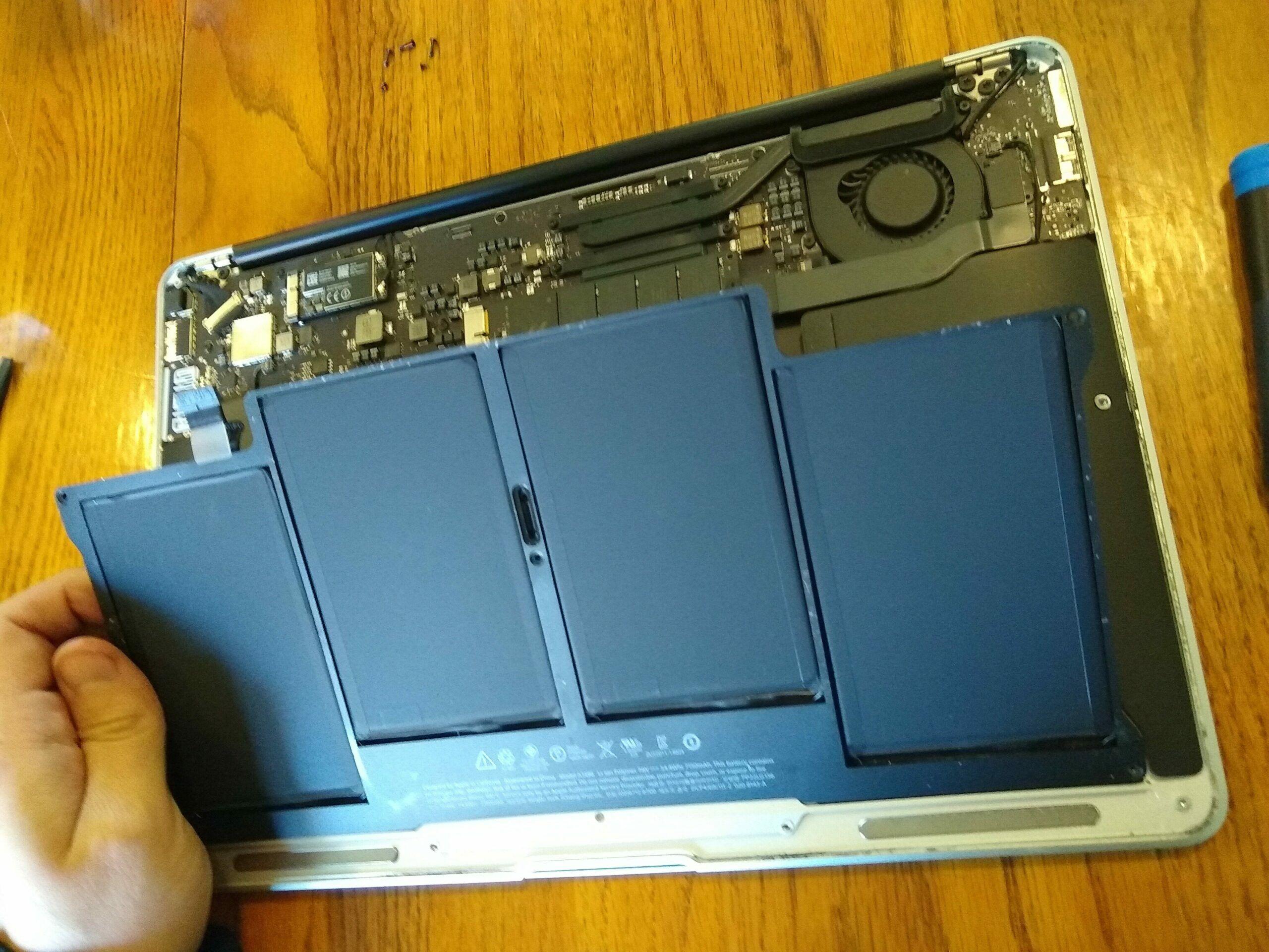 Cómo cambiar la batería del MacBook Air