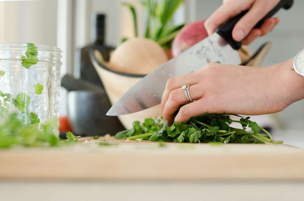 14 trucos de cocina para evitar olores y echar a perder la comida